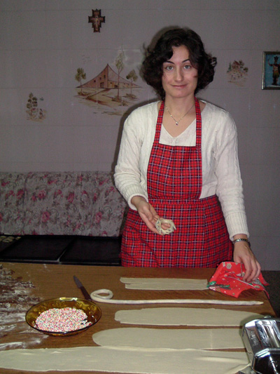Laura makes buccellati, a traditional Sicilian Christmas biscuit, in her Mum's kitchen